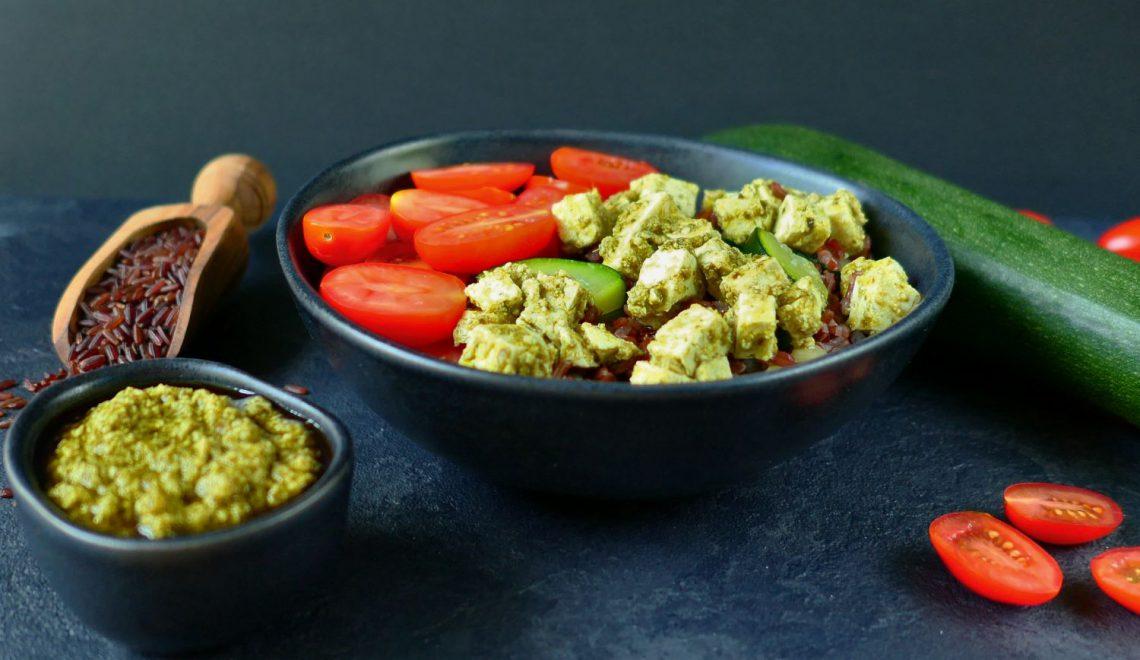 Pestofu z ryżem i warzywami